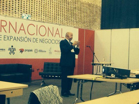 la conferencia de Juan Manuel Gallástegui en Colombia fue un total éxito ya que hemos encontrado un gran interés en el mercado andino para el crecimiento de las franquicias.
