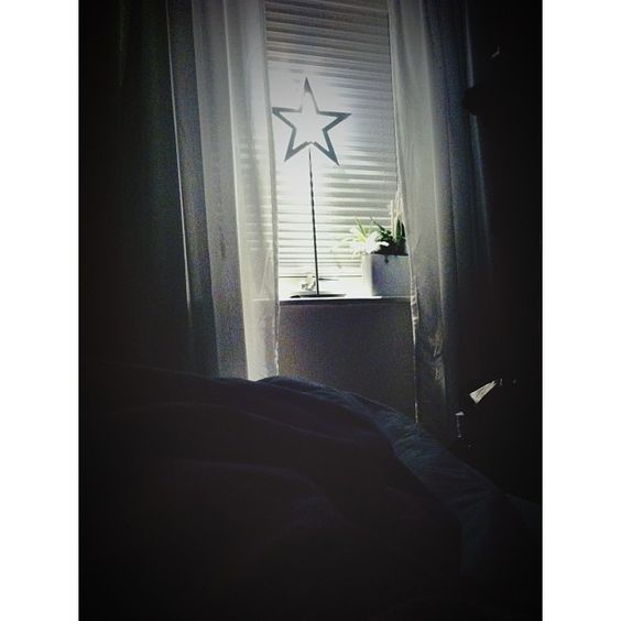 Att ligga i min egna sköna säng och kunna ropa godnatt till Emilia som ligger i rummet bredvid. Underbart att vara hemma ❤ @emiliatwistedbenke #Padgram