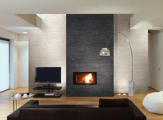 Nieuwe trend in de woonkamer. Natuursteen strips gebruikt als ...