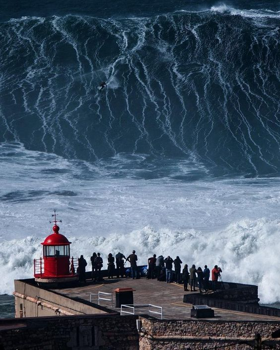 Nazare foam monster