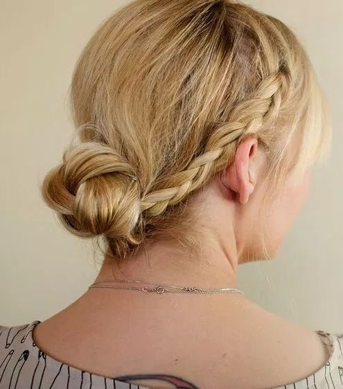 http://foamodel.org/wp-content/uploads/2015/07/Quick-Braid-in-niedrige-Knot.png
