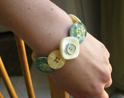 button bracelets made using elastic, instead of the jewelry wire that I usually use
