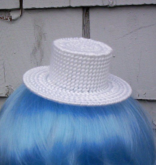 Plastic canvas top hat plastic canvas projects for Tiny top hats for crafts