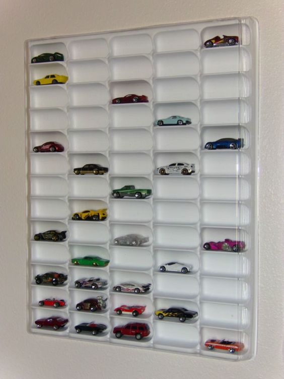 Hotwheels display case (white) w/clear dust cover for 65 loose diecast cars
