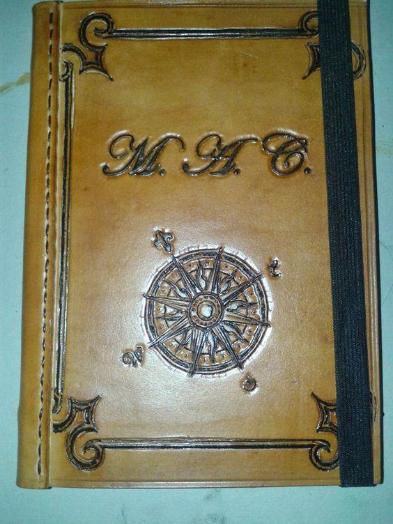 cuaderno de cuero hojas aspecto añejo