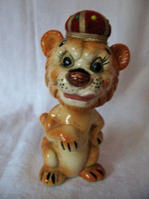 Vintage Porcelain Davar Pro Lion Figurine Pin Cushion, Scissor Holder, Tape Measure