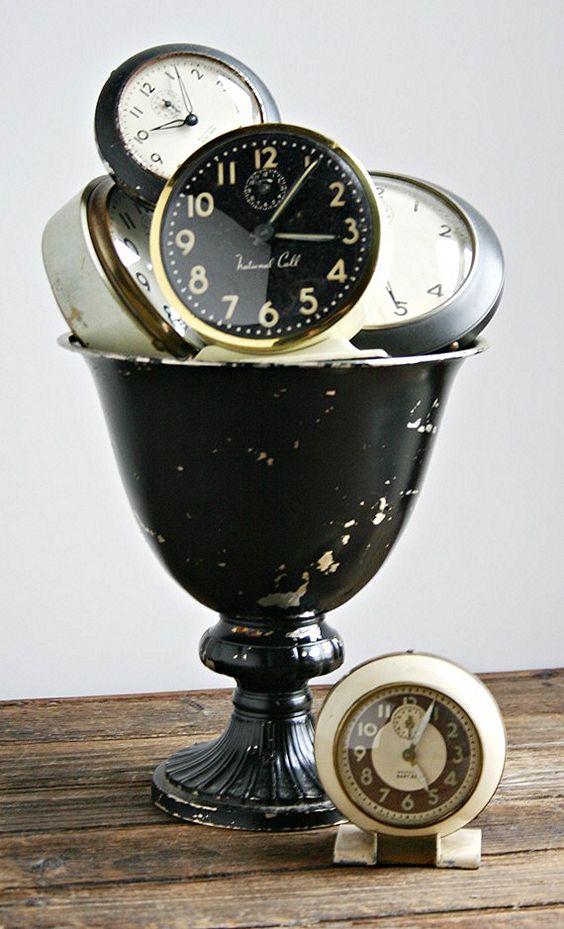 ♥ these Vintage alarm clocks via Zinnia Cottage.