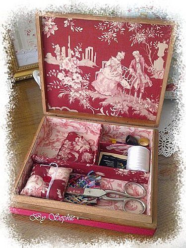 Sewing box belle and toile on pinterest for Kit boite a couture