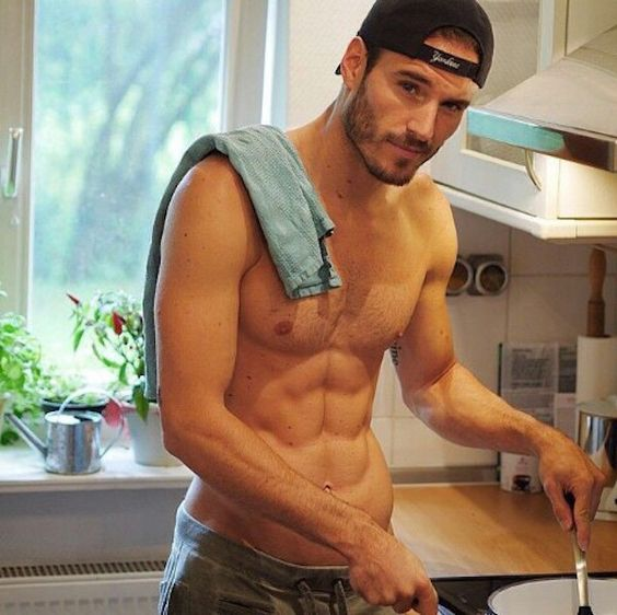 20 Hot Guys Cooking Who You Wish Were Making Your Dinner Tonight (Photos):