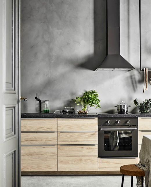 Lower Cabinets Of Light Colored Wood And A Concrete Wall Look Interesting And Contrasting Concrete Kitchen Kitchen Backsplash Minimalist Kitchen