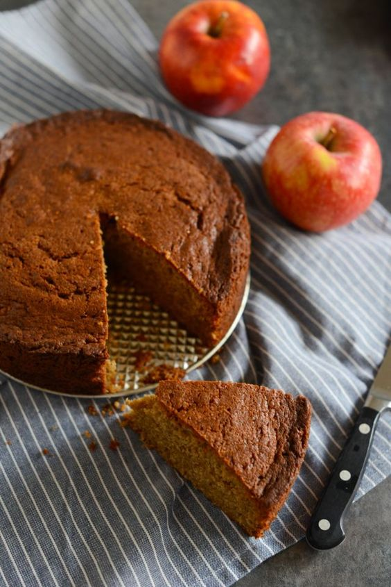 Hhmm, ginger cinnamon cake. It brings out all the traditional flavours of Christmas at once.