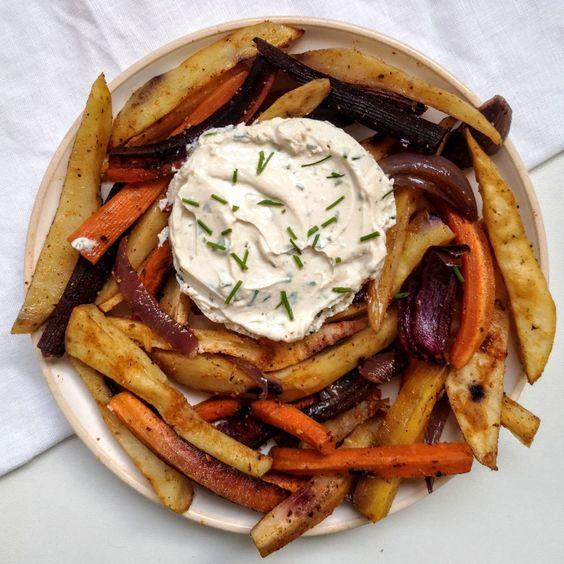Frites healthy aux légumes et pommes de terre Qui est fan de frites ici ? En version fait maison et avec des ingrédients sains, c'est un plat parfait pour se régaler et prendre soin de soi, alors pourquoi s'en priver ?