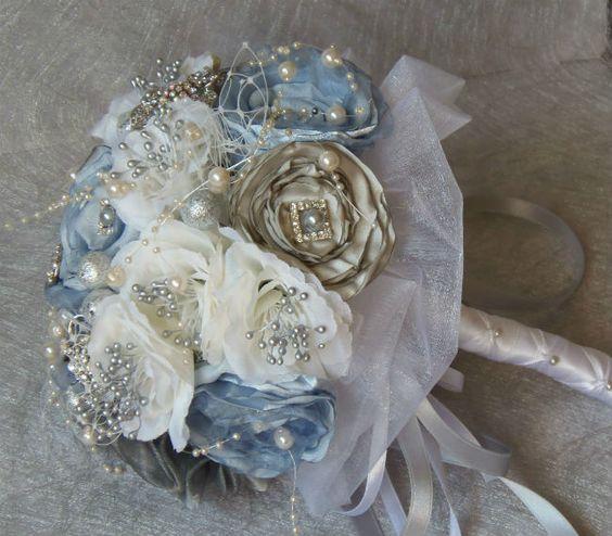 Novedosos y elegantes ramos de novia con joyas al estilo vintage: