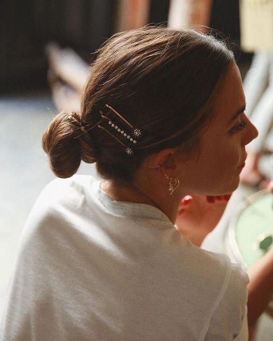 Blagdanske frizure poznate trendseterice već su počele nositi. Ukrasne kopče uljepšati će baš svaku od njih.