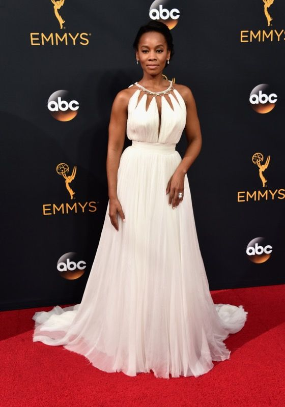 Anika Noni Rose no tapete vermelho do Emmy 2016: