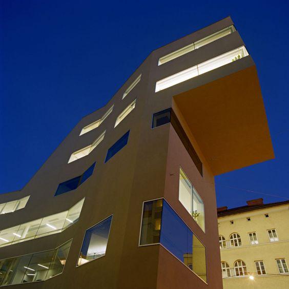 L'agence d'architecture austro-allemande BKK - 3 a réalisé pour l'extension et la rénovation de la Volksbank de Salzburg en autriche.