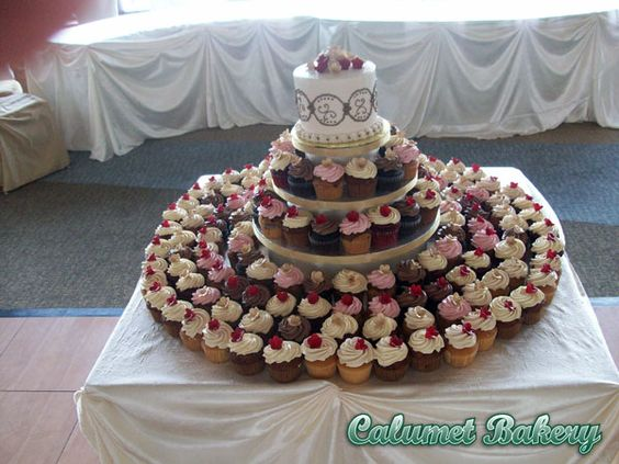 The Calumet Bakery does cupcake towers...