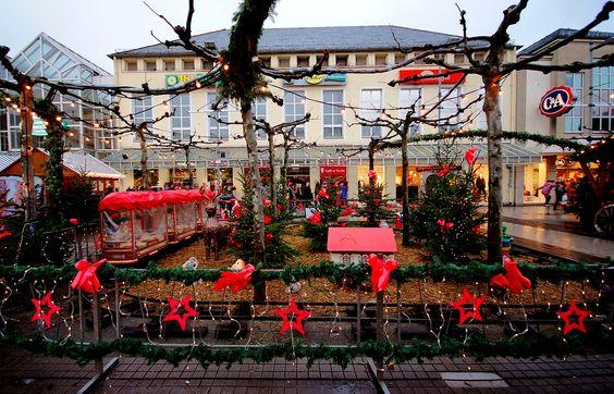 Letzter Großkampftag für Weihnachtseinkäufe, ... ist nochmal der heutige Samstag. Und noch ist es trocken kalt. Da bleibt doch Zeit für einen Glühwein. Auch in Saarlouis. :-)