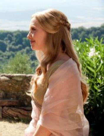 """Am I the only one obsessed with her hair in """"Letters to Juliet"""" at the wedding scene?"""