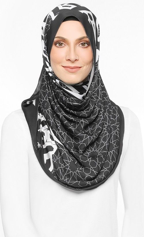 The Alhambra Shawl in Black
