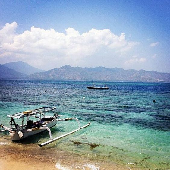 Hello from 7SEAS Cottages ! Repost @smalldotz #giliair #lombokisland #lombok #bali #giliislands #lunchtime #sea #island #overthesea #sealover #holiday #boat #instatrip #instadive #instafun #instagood #instadaily #instamood #fellinggood #bestday #lslandlife