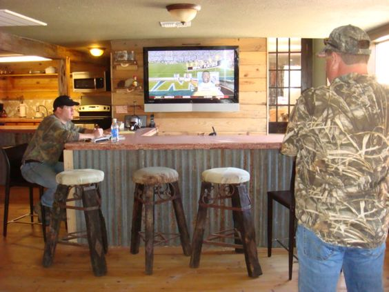 Photos of hunt lodge themed rooms to watch all of the big games and hunting channels for Hunting lodge themed living room