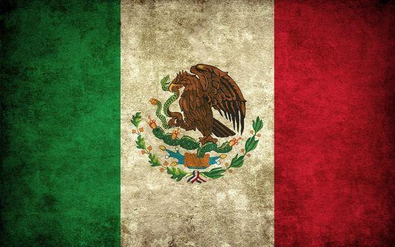 Los colores victoriosos de nuestra bandera, me inspiran. Amor y respeto por mi patria, por eso amo mi México.  Besos ♥