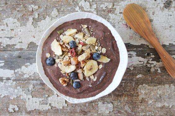 Plato de Açai y Moras | 31 Desayunos bajos en carbohidratos que te llenarán