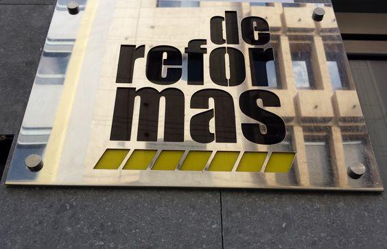 Logotipo en placa