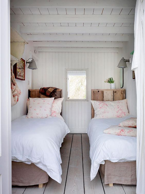 Cottage style l interior design inspirationl shabby chic decorating l small bedroom idea. 40 Timeless and Tranquil Interior Design Inspirations {Part 1} - Hello Lovely. #smallbedroomideas #cottagedecor #shabbychicdecor #bedroomdecor #countrybedroomdecor #shiplapwalls #moderncountrydecor #farmhousedecor #farmhousebedroom #twinbeds