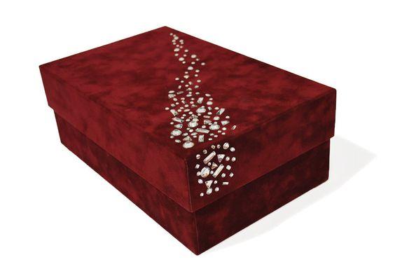 Caja edici n de lujo esta caja de cart n forrada en for Cajas grandes de carton decoradas