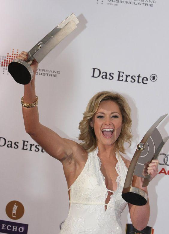 Pin for Later: Vom Schlager-Sternchen zur Pop-Ikone: Seht Helene Fischer's Verwandlung im Zeitraffer Februar 2009 Beim Echo in Berlin