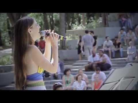 Bruna Volpi - Alô, alô, taí Carmen Miranda - YouTube