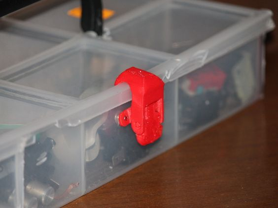 Cerniere e chiusura per cassetta degli attrezzi (Hinges and latches to toolbox) by Frenky - Thingiverse