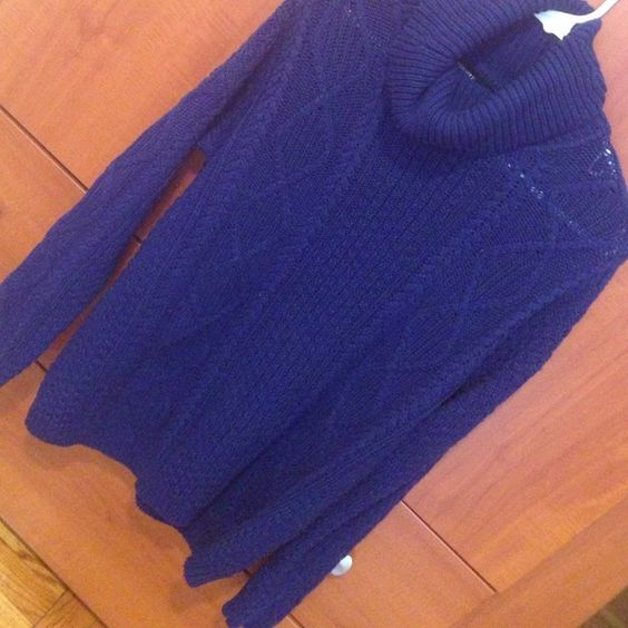 Perfect cozy sweater! Navy blue Perfect condition! Sweaters Cowl & Turtlenecks