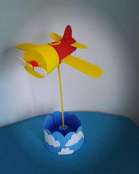 Centro de mesa especial para o tema Bita  Fiz esse avião utilizando como base o clipe Voa voa Passarinho..... O centro  tem 30 cm de altura .