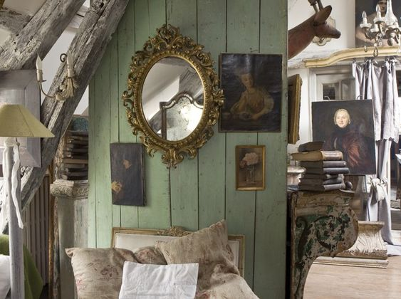 Recently published,The New Eighteenth Century Homeis the third installment of the French decor series. Michele Lalande and Gilles Trillard, the author-photographer team, feature 29 new homes.