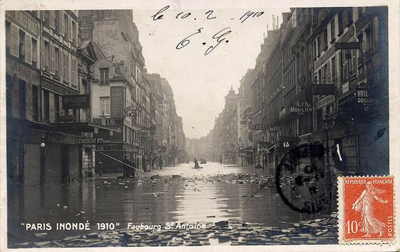 Faubourg St. Antoine, Paris Inondé 1910 by jordipostales, via Flickr