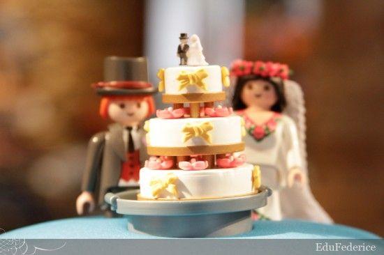 Topo de bolo com noivinhos e mini bolo de Playmobil. Foto: Edu Federice.
