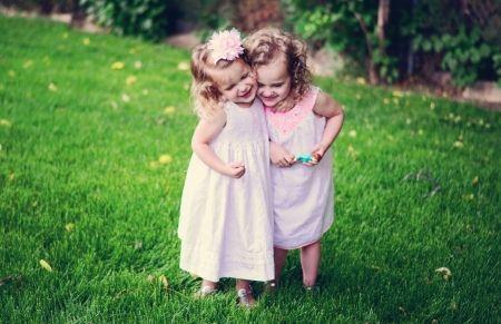 niña - niño, niñez, justo, Bonny, amor, niño, 2 chicas, adorable, diversión, poco, agradable a la vista, rubio, hermoso, precioso, belleza, chica, bonito, verde, sonrisa, bebé, blanco, delicado, rosa, De pie, lindo, puro, dulce, Belle, atractivo, verano, pelo, gente, hierba, princesa, fotografía, cara, árbol, agradable, fondos de escritorio, DesktopNexus