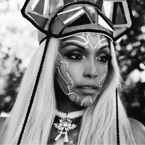 Bilderesultat for tribal monochrome fashion