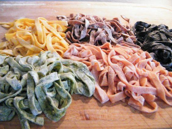 Tagliatelle ai colori dell'autunno con salmone di Le ricette di Baccos   http://lericettedibaccos.wordpress.com/2013/10/06/tagliatelle-ai-colori-dellautunno-con-salmone/  #PASTISSIMA #contest  #pastafresca #lasagne #pasta #pastalover#colour #ricette #primipiatti #chezuppa