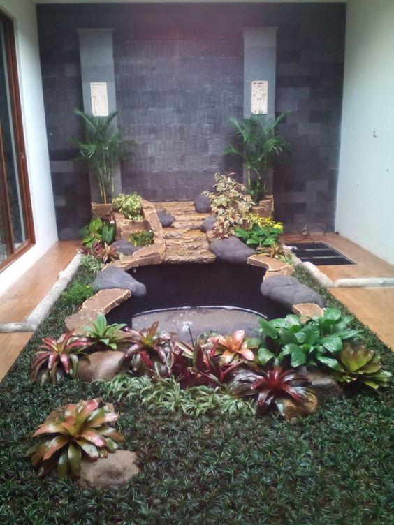Kolam indoor