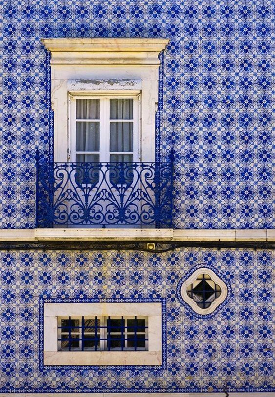 Beautiful Balcony surrounded by Portuguese Azulejo tile. Source: Pinterest