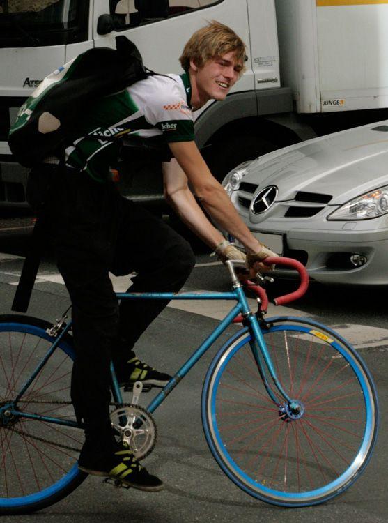 Fahrradkurier Turbo Kurier Frankfurt Mit Fahrrad Blauw