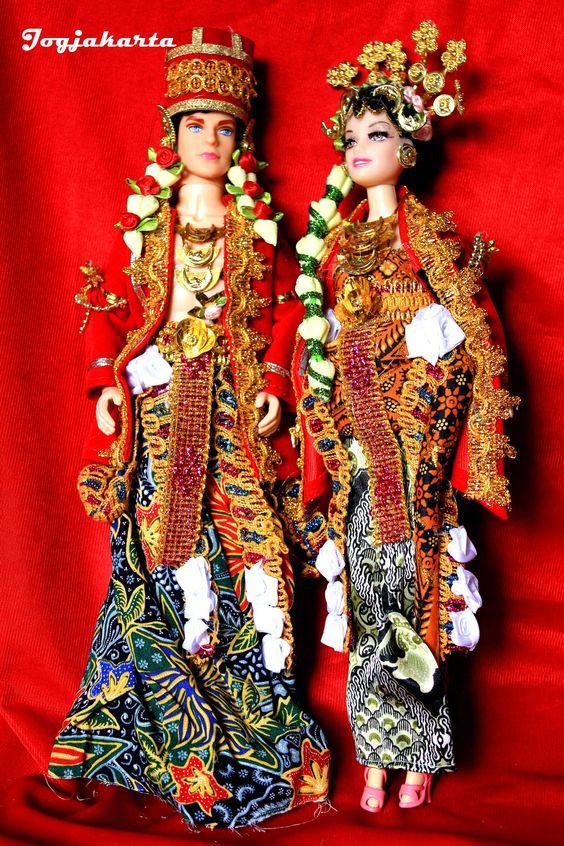 This is Yogyakarta Traditional Clothes. Yogyakarta English: /ˌjɒɡjəˈkɑrtə/ or /ˌjoʊɡjəˈkɑrtə