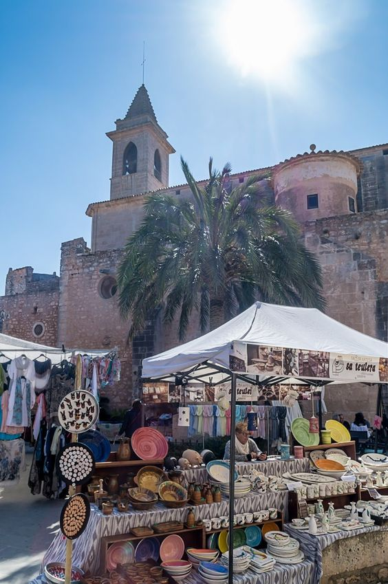 Der Markt in Santanyi auf Mallorca bietet Obst, Gemüse und Kunsthandwerk. Immer einen Besuch wert.