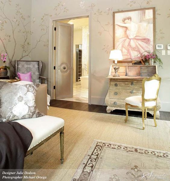 Love this hand painted wall treatment inspired by Gracie Wallpapers by Segretto Finishes.