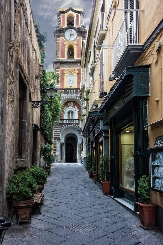 sorrento, italy | villages and towns in europe + travel destinations #wanderlust