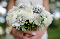 Love the brooch bouquets!